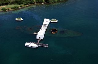 USS_Arizona-Memorial